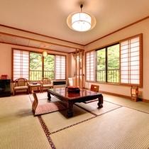 *和室10畳(客室一例)/お部屋から望む渓流二岐川の絶景。しっとりと落ち着いた和室で寛ぎのひと時を。