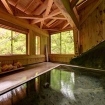 *自噴巌風呂(混浴)/1890年代には既にあったと伝えられる巌風呂。古から続く源泉に癒されるひと時を。