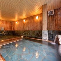*檜風呂(女湯)/当館に湧き出る5本の源泉。うち3本は檜風呂へ。贅沢な源泉かけ流し湯をご堪能下さい。