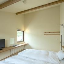 *客室一例/ツインルーム/木の風合いが心地良い、フローリングに和風ベッドスタイルのお部屋です。