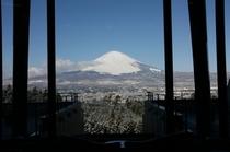 ロビーから見た富士山