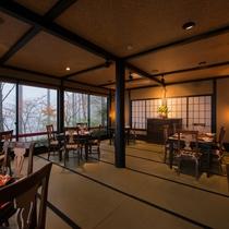 *【レストラン】畳み敷きの和モダンな店内。