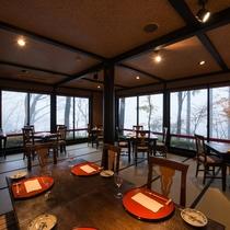 *【レストラン】仙石原を一望できます。