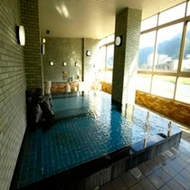 山の眺望を楽しめる温泉
