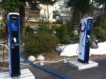 PHV車、EV車向け充電スタンド2台設置/要事前予約