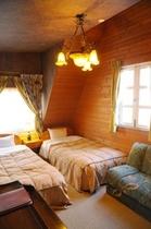 A ベッド2台とソファーベッドの角部屋
