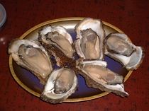 食材(岩牡蠣)