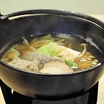 *【夕食一例/鍋物】質・量ともに自慢の味覚が食卓を彩ります。