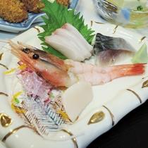 *【夕食一例/お造り】旬の素材にこだわった料理をご用意いたします。