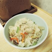 *【夕食一例/御飯】素材の旨みが染みこみ、ふっくら炊きあがっています。