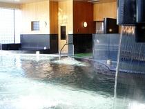 【温泉大浴場】リピーターの方々に美肌の湯と言われる柔らかな泉質で、温泉をご満喫ください
