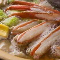 【蟹鍋】「本津合蟹」の濃厚なの味を堪能していただく鍋料理。雪降る夜は蟹鍋が大変お勧めです。