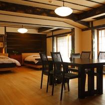 【半露天風呂付12畳リビング+和9畳】お部屋の床材は全て木曽檜で清浄な薫りと木の温もりを感じます。