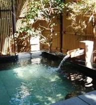大浴場併設の露天風呂の一例