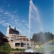 胎内川から見たロイヤル胎内パークホテル