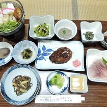 *スタンダード夕食一例/きりたんぽ、鯉料理、熊肉に山菜料理とボリュームたっぷりの山のごちそう