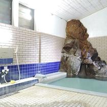 *男女別内湯/正真正銘、本物の天然温泉は当館の自慢!良質な温泉は飲泉も可能です。
