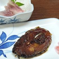 *夕食一例/当館専用の生け簀で、美味しい森の水で丁寧に育てた鯉の甘露煮。