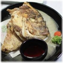 【季節の会席料理】 一品料理 鯛のお頭の唐揚げ