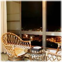 【客室】 温泉街側 窓際