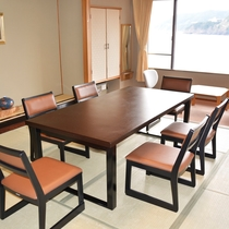食事部屋 テーブル席