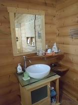 母屋の部屋の洗面所
