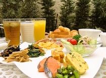 朝食(B1階)は和洋ビュッフェのバイキングです