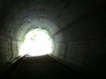 大渡ダム湖畔をサイクリング トンネルも数カ所あったりします ヒンヤリ