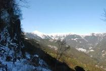しもなの郷 氷の滝鑑賞ツアー 振り返ると 中津明神山がそびえている