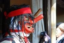 2012秋葉まつりギャラリー 秋葉まつりにおける先導役、「鼻高(ハナタカ)」と呼ばれるお面の人