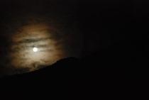 仁淀川町の険しい山々に月光 3