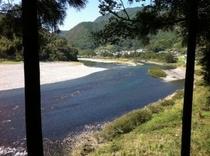 仁淀川フォト!いの町~仁淀川 上流に片岡の沈下橋が遠くに見える