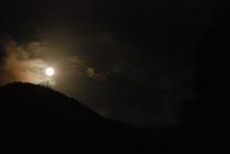仁淀川町の険しい山々に月光 2