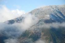 ひょうたん桜で有名な桜地区 見える景気は対岸の宗津地区の山6