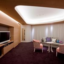 【客室】ジュニアスイートルーム 58.1平米 リビングルーム