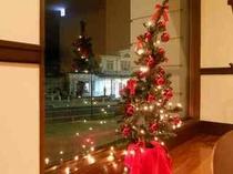 クリスマスツリーとJR日光駅夜景