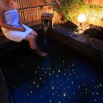 ロマンチックなイルミネーション輝く 貸切温泉露天風呂 500px