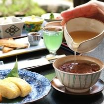 【朝食】阿蘇海で採れたアサリや丹後赤米など、朝ならではの京都・丹後の料理の数々をどうぞ