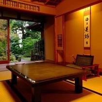 【客室共通】昔ながらの木造 数寄屋造り。木のぬくもり、日本家屋の良さをお楽しみ頂けます
