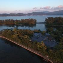 【立地】文殊堂岬の先端、「丹後天橋立大江山国定公園」の中に小亭はございます