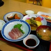 【ご夕食例】毎日違ったメニューをお出ししますので連泊の際にも飽きずにお召し上がり頂けます。