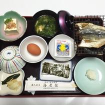 (朝食一例)地元の食材を使った素朴な和定食