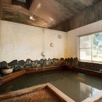 内湯(男湯)湯ノ本温泉は壱岐にある唯一の天然温泉。