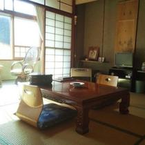 *【和室(一例)】畳のお部屋で足を伸ばしてお寛ぎ下さい。