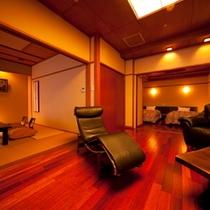【部屋】檜風呂付和洋室|和室10畳+6畳(専用露天風呂付)「かえで」