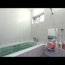 浴室には手すりを設置しております