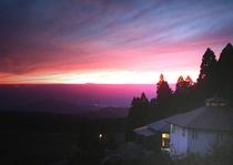 夕陽に染まるペンション2