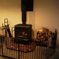 暖かい温もりを感じる暖炉