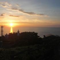 灯台と夕陽