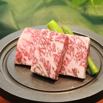 *国産牛の陶板焼き